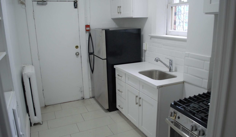 Glen Road - 3 bedroom kitchen (2)