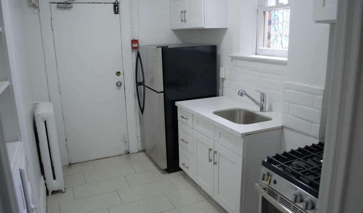 Glen Road - 3 bedroom kitchen (2)small